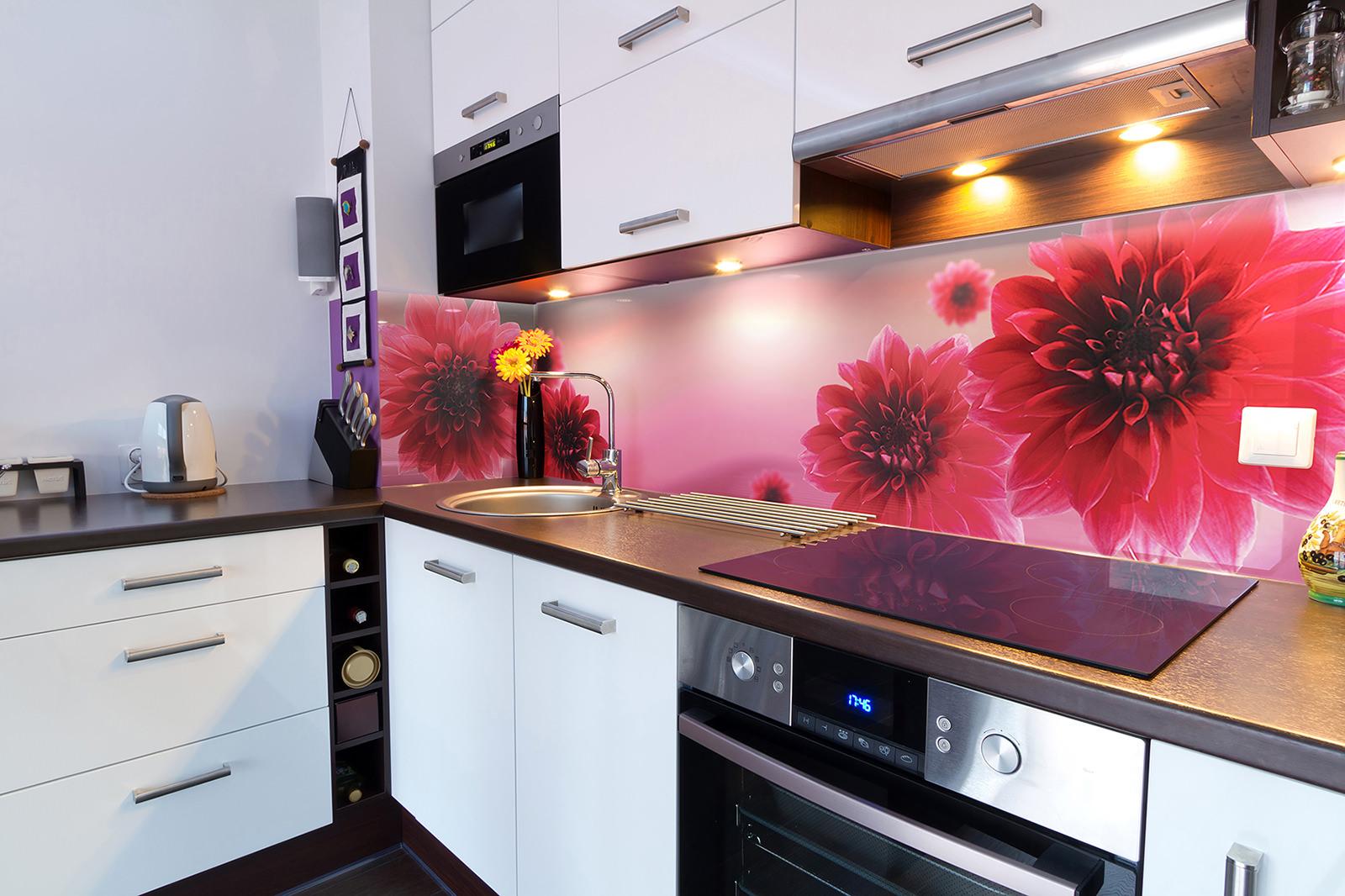 Farbe der Schürze für beige Küche. Küchenschürze aus Keramikfliesen ...