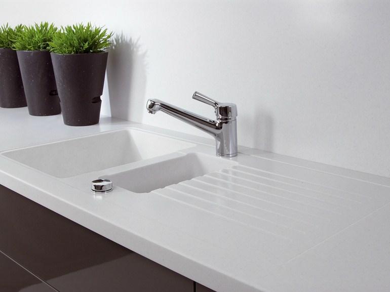 Halbes Waschbecken Mit Einem Flügel Aus Verbundmaterial, GetaCore ® Von  Westag U0026 Getalit