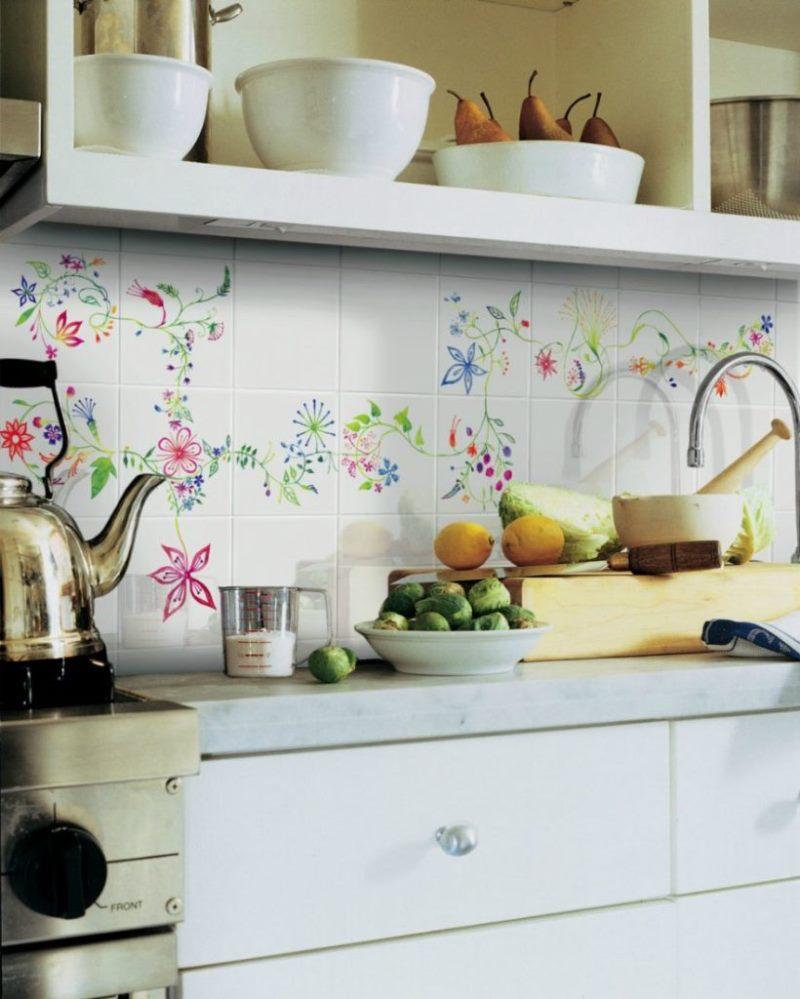 Schürze für Küchenfliesen. Foto von schönen dekorativen Schürzen für ...