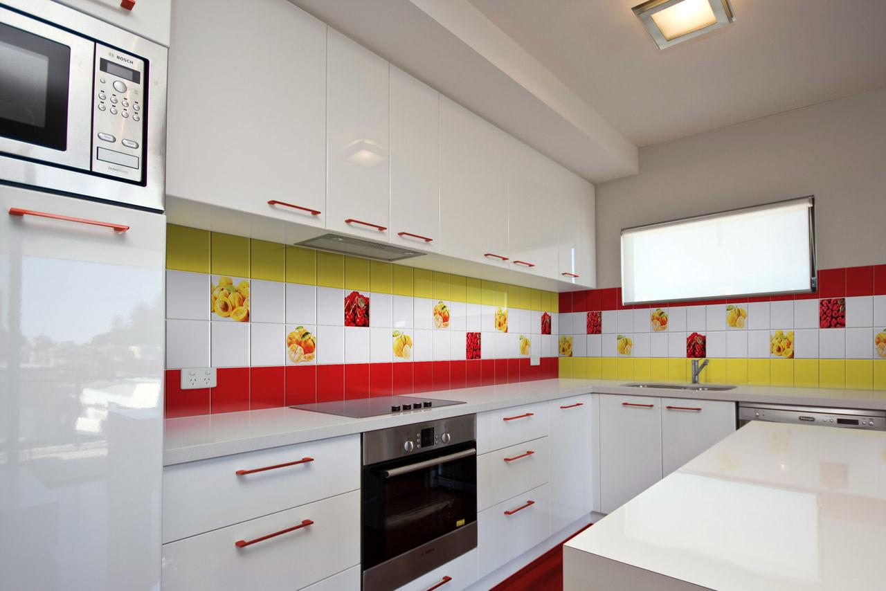 Fliese für Schürze für weiße Küche. Schürze für Küche von Fliesen ...